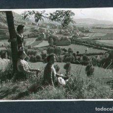 Fotografía antigua: CERDANYA. ALP. VISTA DEL PUEBLO DESDE LA ESTACIÓN. TRES SEÑORAS.1/8/1956. Lote 184487888