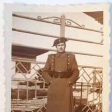 Fotografía antigua: SANTOÑA. GUARDIA CIVIL EN EL PENAL DEL DUESO. 1946. Lote 187583986