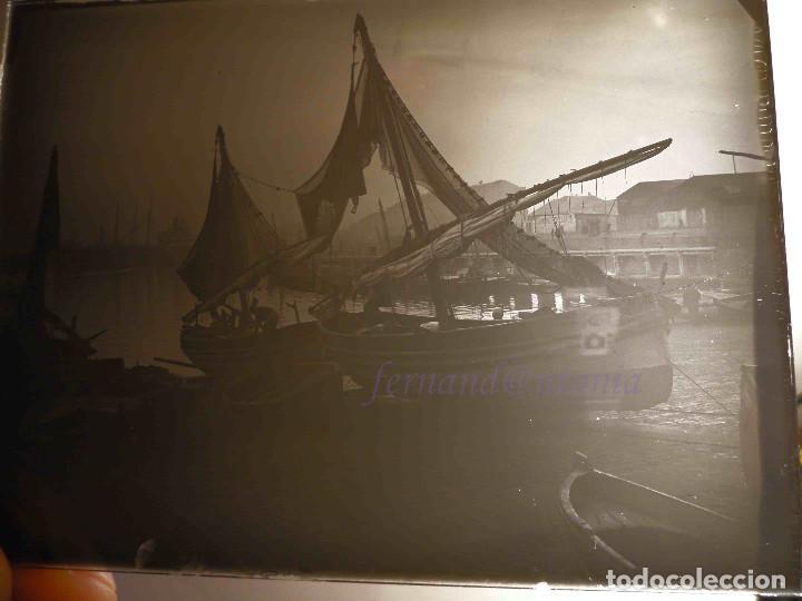Fotografía antigua: Barcas de pesca levantinas. ¿Puerto de Barcelona? Positivo en Cristal 9x12 cm - Foto 3 - 188578443