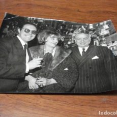 Fotografía antigua: 5 FOTOGRAFIAS DE PEDRO CHICOTE COCKTEL BARMAN AÑOS 60 BAR FOTO GRAN VIA MADRID. Lote 191060438