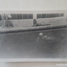 Fotografía antigua: MUJER BAÑISTA PISCINA 1948 FOTOGRAFIA. Lote 191395408