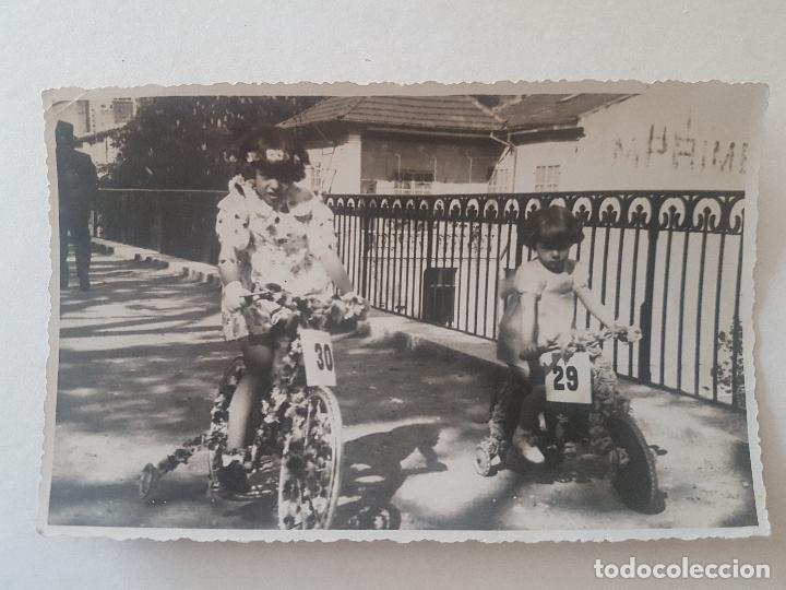 RETRATO NIÑAS EN BICI FOTOGRAFIA (Fotografía Antigua - Gelatinobromuro)