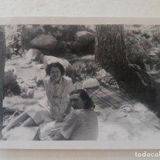 Fotografía antigua: MUJERES PICNIC AÑOS 50 FOTOGRAFIA. Lote 191397792