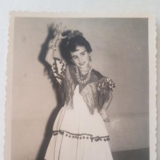 Fotografía antigua: RETRATO NIÑA TRAJE GITANILLA AÑOS 50 FOTOGRAFIA. Lote 191400972