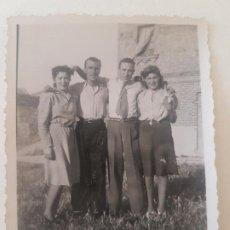 Fotografía antigua: RETRATO DOS PAREJAS AÑOS 50 FOTOGRAFIA. Lote 191401191