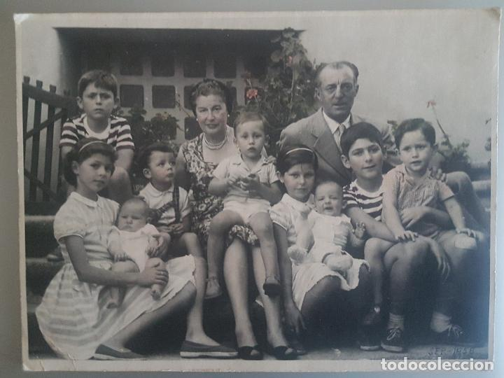 RETRATO FAMILIAR 1956 FOTOGRAFIA SOBRE CARTON 23 X 17,5 CTMS (Fotografía Antigua - Gelatinobromuro)