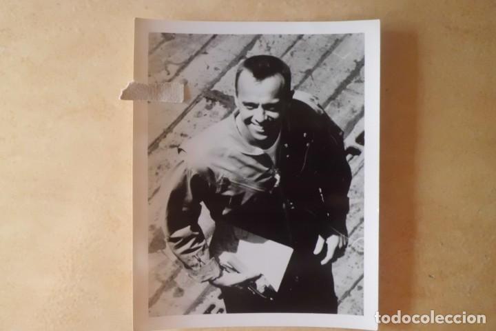 Fotografía antigua: FOTOS ORIGINALES DEL PRIMER ASTRONAUTA AMERICANO, AMERIZAJE AÑOS 60 - Foto 4 - 192392040