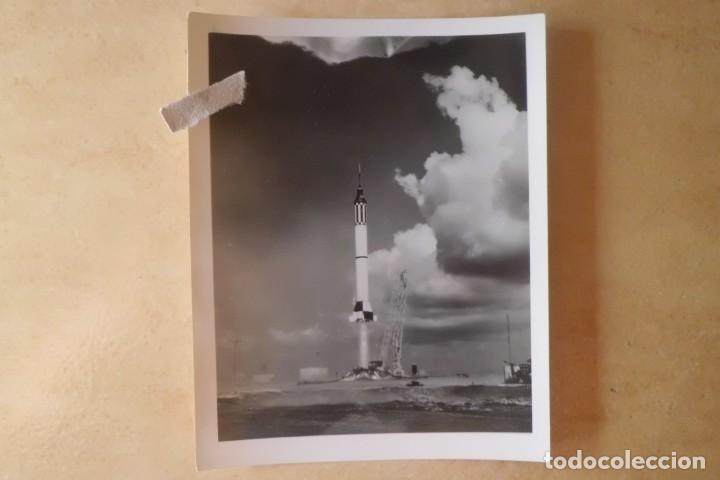 Fotografía antigua: FOTOS ORIGINALES DEL PRIMER ASTRONAUTA AMERICANO, AMERIZAJE AÑOS 60 - Foto 5 - 192392040