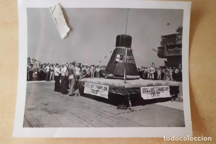 Fotografía antigua: FOTOS ORIGINALES DEL PRIMER ASTRONAUTA AMERICANO, AMERIZAJE AÑOS 60 - Foto 10 - 192392040