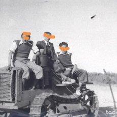 Fotografía antigua: ANTIGUO NEGATIVO DE FOTOGRAFÍA. MAQUINA DE OBRA ORUGA. AÑOS 50.. Lote 192520438