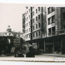Fotografía antigua: SANTANDER, RECONSTRUCCIÓN CALLE JUAN DE HERRERA DESPUÉS DEL INCENDIO, 1951. Lote 193570823