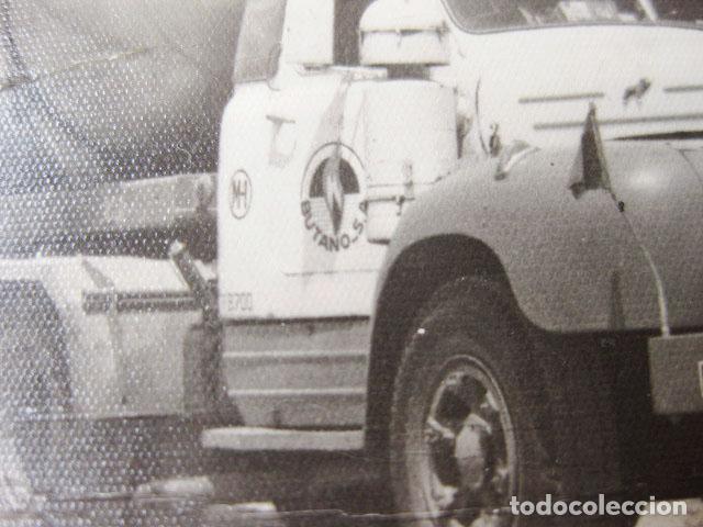 Fotografía antigua: CAMIÓN CHAUSSON DE GAS BUTANO DE MADRID - Foto 2 - 194236186