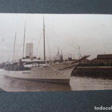 Fotografía antigua: YATE REAL GIRALDA EN EL PUERTO DE SOUTHAMPTON, CIRCA 1906, 3 FOTOS Y OTRAS 3 FOTOS DE WINCHESTER. Lote 194243468