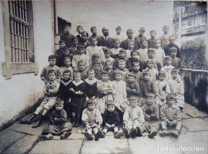 NAVARRA.VERA DE BIDASOA. PROFESOR:D.VICTOR SAGREDO CON SUS ALUMNOS TAMAÑO 17X23CM. 1910 (Fotografía Antigua - Gelatinobromuro)