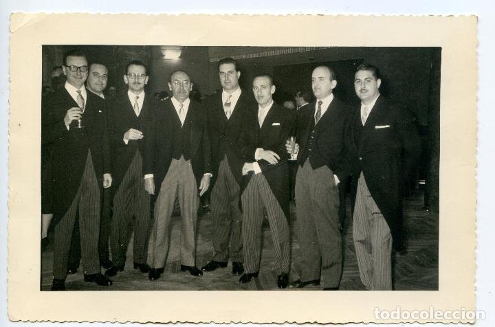 GRUPO DE CABALLEROS CON CHAQUÉ, CIRCA 1960. REPORTAJES FOTO CERVERA, VALENZUELA, 6, MADRID (Fotografía Antigua - Gelatinobromuro)