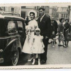 Fotografía antigua: BODA EN LA IGLESIA DE SANTA LUCÍA, SANTANDER. CIRCA 1955. FOTO GARMENDIA, LOPE DE VEGA 14. Lote 194493503