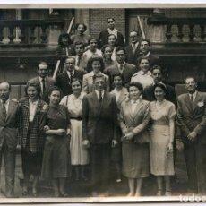 Fotografía antigua: FOTO DE GRUPO. CIRCA 1950. FOTO GOICOECHEA, CRISTO, 17. BILBAO. Lote 194494346