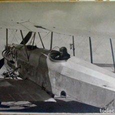 Fotografía antigua: AVIADOR EN SU AEROPLANO. 1921. DEDICADA Y FIRMADA. 1921. GIJÓN ? ASTURIAS ? AVIACIÓN. Lote 194525123