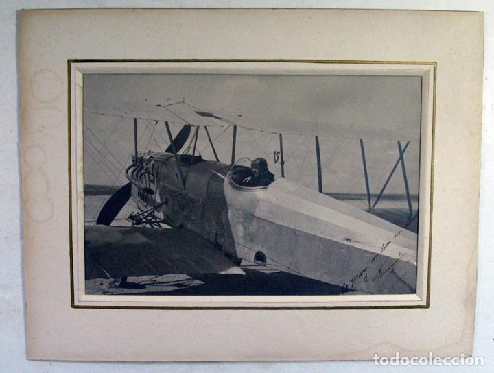 Fotografía antigua: AVIADOR EN SU AEROPLANO. 1921. DEDICADA Y FIRMADA. 1921. GIJÓN ? ASTURIAS ? AVIACIÓN - Foto 3 - 194525123
