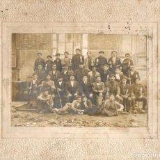 Fotografía antigua: ASTURIAS. GRUPO DE MINEROS CON LAMPARAS. H. 1910. MINA.. Lote 194529056