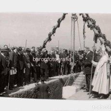 Fotografía antigua: ESTADIO DE MONTJUICH, PRIMERA PIEDRA, FOTO: CLARET. 10.5X17 CM.. Lote 195159763