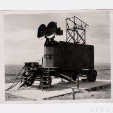 Fotografía antigua: RADAR ANTIAEREO EN GRAN BRETAÑA, 1940'S. RADAR IN BRITAIN. 15,5X20 CM.. Lote 195160647