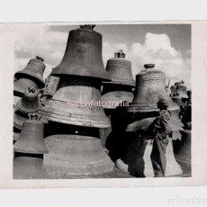 Fotografía antigua: 2ª GUERRA MUNDIAL - HAMBURGO, ALEMANIA, MONTAÑAS DE CAMPANAS. AÑO 1945. 15X20,5 CM.. Lote 195161368