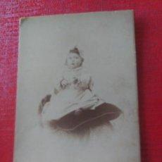 Fotografía antigua: NIÑA EN COJÍN. SOCIEDAD ARTÍSTICA FOTOGRÁFICA. Lote 195399747