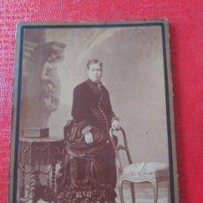 Fotografía antigua: SEÑORA CON SILLA. ALVIACH. Lote 195401133