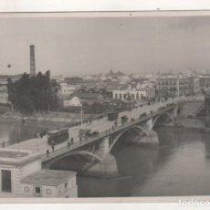 Fotografía antigua: SEVILLA FOTOGRAFÍA 17 X 12 CM UNA VISTA DEL PUENTE DE TRIANA. NO FIGURA FOTÓGRAFO.. Lote 195415088