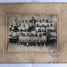 Fotografía antigua: FOTOGRAFÍA ESCUELA, GRUPO DE NIÑOS Y MAESTROS, COLEGIO DON BOSCO, ASPE, ALICANTE. 20X26 CMS. Lote 196636565