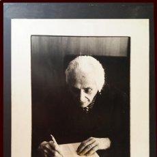 Fotografía antigua: DOLORES IBARRURI PASIONARIA, FOTOGRAFÍA FIRMADA DE GERMÁN GALLEGO . Lote 196913007