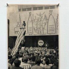Fotografía antigua: BARCELONA, CASTELL AL COL.LEGI D'ARQUITECTES, 1970'S. FOTO: PERE CATALÀ ROCA. 24X38 CM.. Lote 198991201