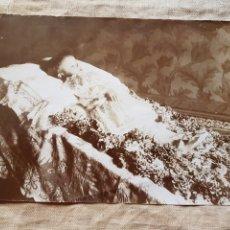 Fotografía antigua: RARISIMA FOTO POST MORTEM SOBRE 1900 W. Lote 199197626