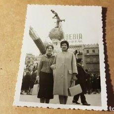Fotografía antigua: FOTOGRAFÍA AÑOS 50. LAS FALLAS. VALENCIA. FOTO LEÓN. Lote 201326202