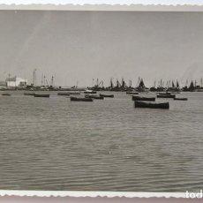Fotografía antigua: SANTA POLA ALICANTE 1954 FLOTA PESQUERA. Lote 204011472
