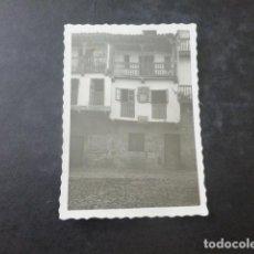 Fotografía antigua: SANTILLANA DEL MAR CANTABRIA VIVIENDA ANTIGUA FOTOGRAFIA 6 X 9 CMTS. Lote 204065751