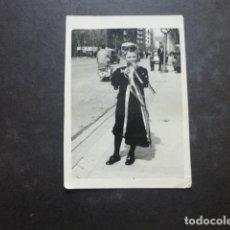 Fotografía antigua: NIÑO TUNO TUNA ESTUDIANTINA FOTOGRAFIA 5 X 8,5 CMTS AÑOS 50. Lote 204396028