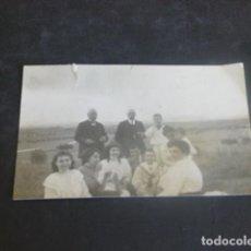 Fotografía antigua: GUADALAJARA GRUPO FAMILIA RAMIREZ EN EL CAMPO AÑOS 20 FOTOGRAFIA 5 X 7,5 CMTS. Lote 204699803