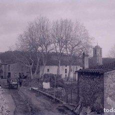 Fotografía antigua: GUALBA. PRECIOSA VISTA DE CALLE PRINCIPAL. MONTSENY. C. 1930. Lote 205333438