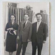 Fotografía antigua: RETRATO GRUPO DE TRES MADRID FOTOGRAFO SACRISTAN 1955. Lote 205768611