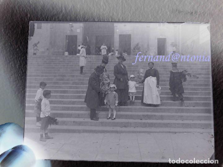 FAMÍLIA CON NIÑOS Y SERVIENTA DOMINGO DE RAMOS NEGATIVO EN CRISTAL 9X12. INICIO SIGLO XX (Fotografía Antigua - Gelatinobromuro)