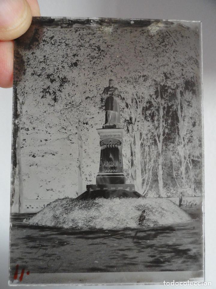 Fotografía antigua: Monumento a ARIBAU. Ciutadela, Barcelona. Negativo en cristal 6,5x9. Finales s. XIX, início s. XX. - Foto 2 - 206804253