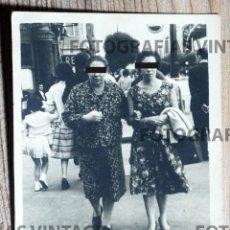 Fotografía antigua: FOTO POR MINUTERO EN LA CALLE. BILBAO. FOTO ANGELÍN. CALLE ORTIZ DE ZÁRATE. Lote 207146170