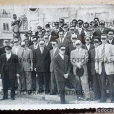 Fotografía antigua: FOTOGRAFÍA DE GRUPO HECHA EN LOS AÑOS 40/50 EN MEDINA DEL CAMPO. VALLADOLID:. Lote 207146641