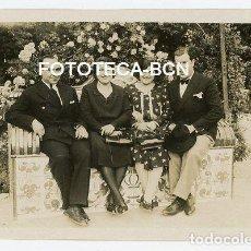 Fotografía antigua: FOTO ORIGINAL POSIBLEMENTE VALENCIA JARDINES DEL REAL BANCO DE AZULEJOS VISITANTES AÑOS 30. Lote 207951262