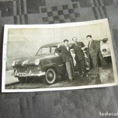 Fotografia antica: FOTOGRAFÍA DE UN AUTOMOVIL DE LOS AÑOS 50 MATRÍCULA DE MADRID. Lote 210014470