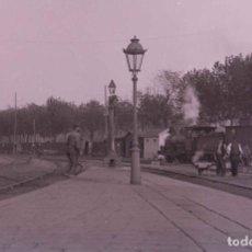 Fotografía antigua: BARCELONA. FERROCARRIL. LOCOMOTORA DE VAPOR. BONITA FOTO. C. 1905. Lote 210420026