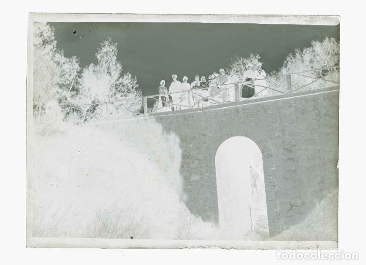 Fotografía antigua: BARCELONA. Puente y familia. Fotografía familiar.c.1905 - Foto 2 - 210456676