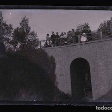 Fotografía antigua: BARCELONA. PUENTE Y FAMILIA. FOTOGRAFÍA FAMILIAR.C.1905. Lote 210456676